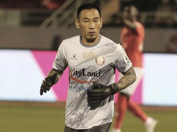 Bóng đá Việt Nam sáng 15/4: VFF ra án phạt cho thủ môn Thanh Thắng