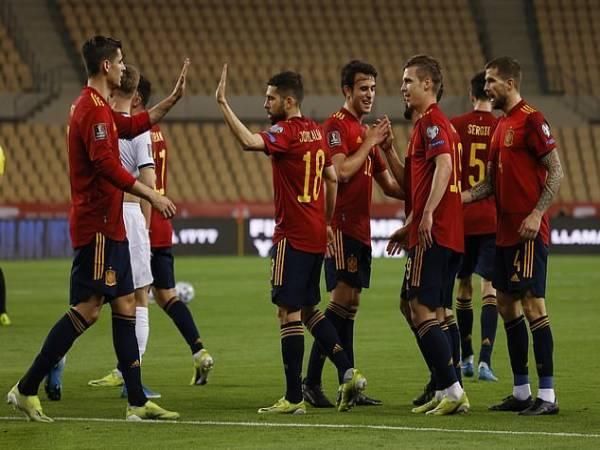 Tin World Cup ngày 1/4: Tây Ban Nha đổ bê tông vào ngôi đầu